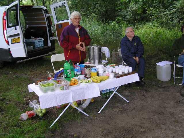 eerste dag Kempische wandeldagen - verzorgingspost voor alleen lopers van de 80 en 110km
