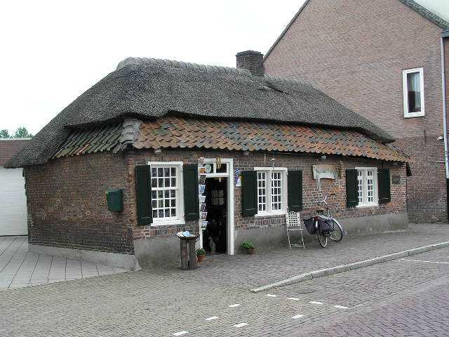 eerste dag Kempische wandeldagen - kostershuisje te Nuenen