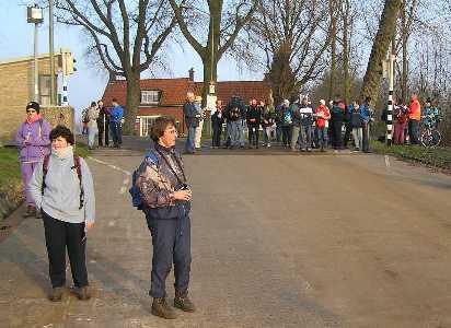 Tijdens de WS78 Biesboschtocht  vanuit Dordrecht op 7 januari 2006 wachten op de pont bij Kop van 't Land
