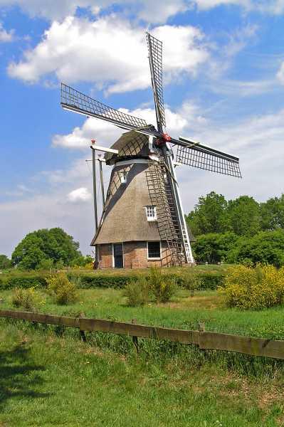 Met de Drentsch-Friese Wold Wandelvierdaagse (Diever) 2008  molen de Zaandplatte te Ruinen