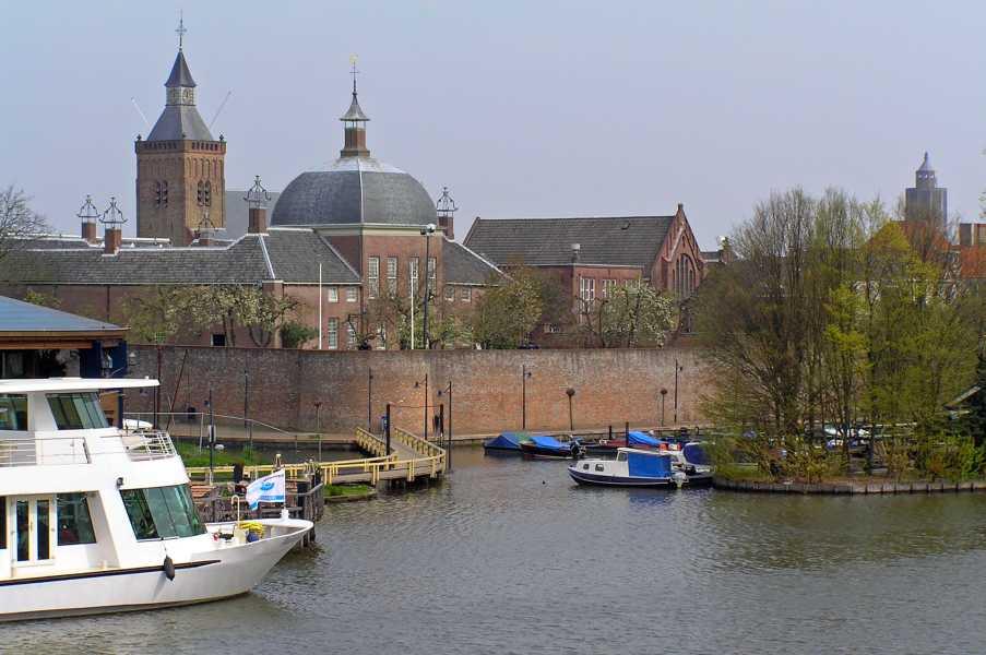oude NS wandeling Linge,   uitzicht op Leerdam vanaf de brug over de Linge