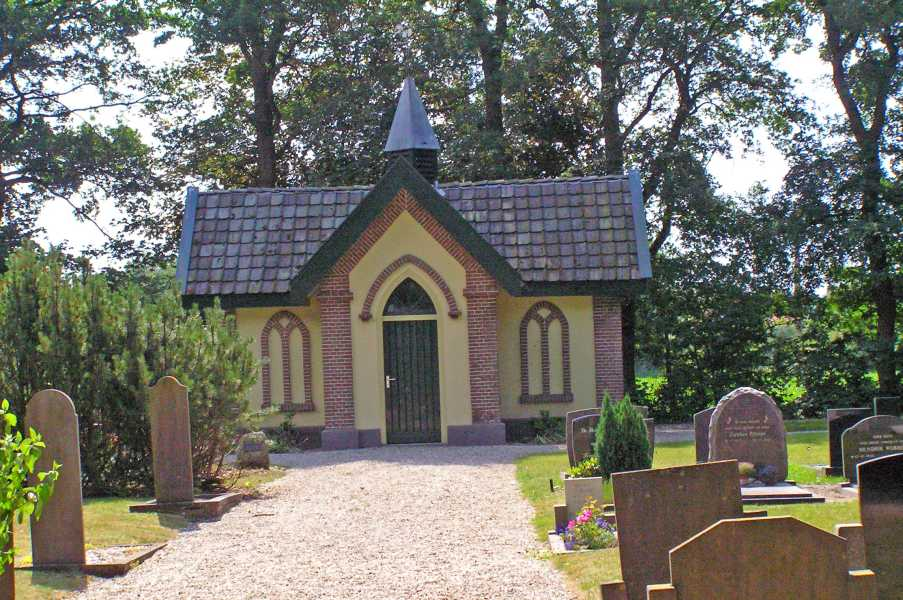 21e Kennedymars van TIGO te Steenwijk van 20 op 21 juni 2008  op een kerkhof te Steenwijk