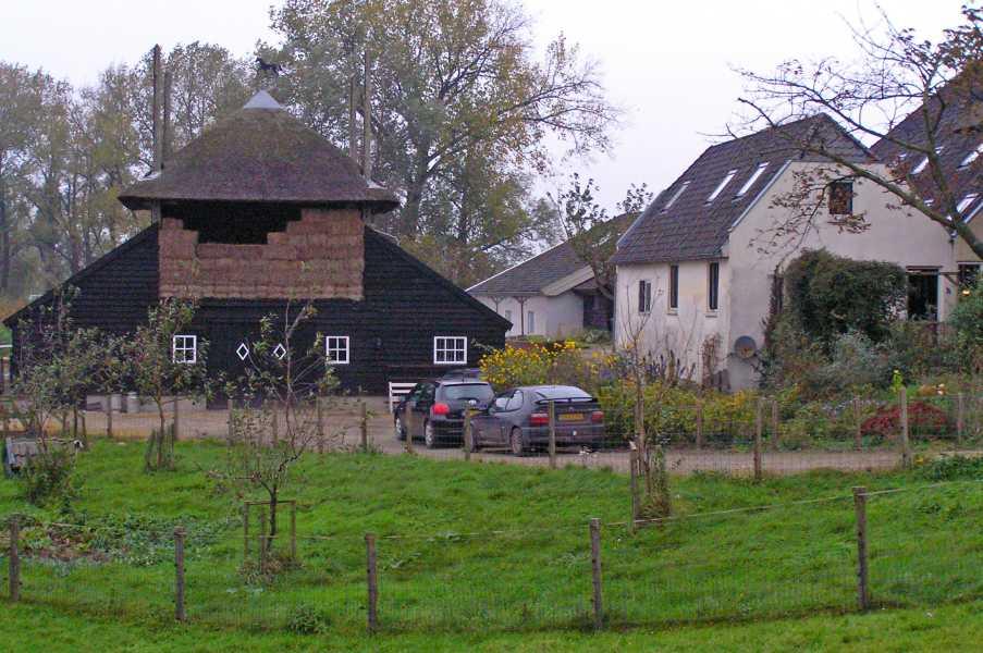 met de NKBV-Midden Nederland van Culemborg naar Tiel op zondag 26 oktober 2008  Huize Veldzicht nabij Zoelmond