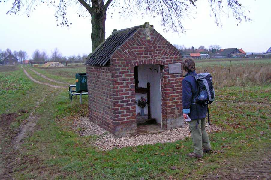 NS-wandeltocht Maas- en Swalmdal  de oudst bewaard gebleven kapel van Beesel
