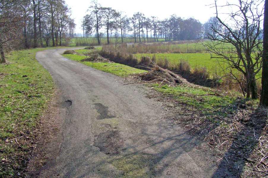De Baak wandeltocht vanuit Lutjegast met de FLAL op zaterdag 7 maart 2009  Verkavelingsweg