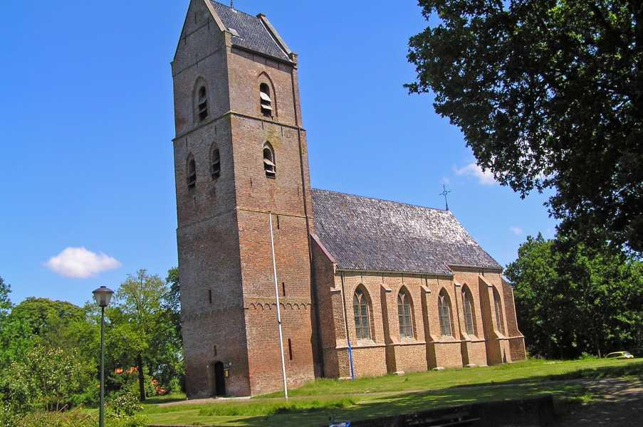 Drents Friese Woud Wandelvierdaagse 2009  Clemenskerk, hier nog zonder de steigers