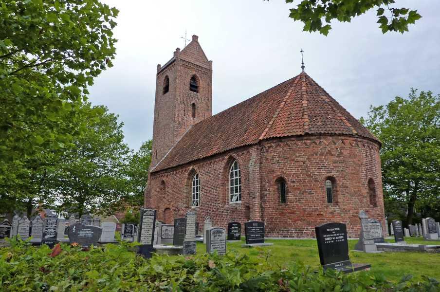 Swaddekuier tweedaagse  de kerk van Jistrum