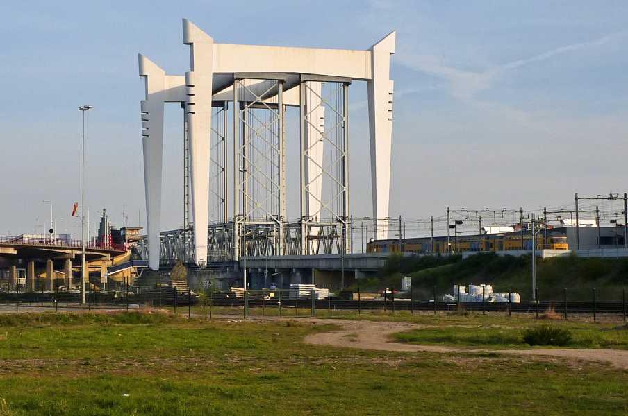 tijdens de Kennedymars RWV / WIK Dordrecht vanuit Ridderkerk van vrijdag 23 op zaterdag 24 april 2010