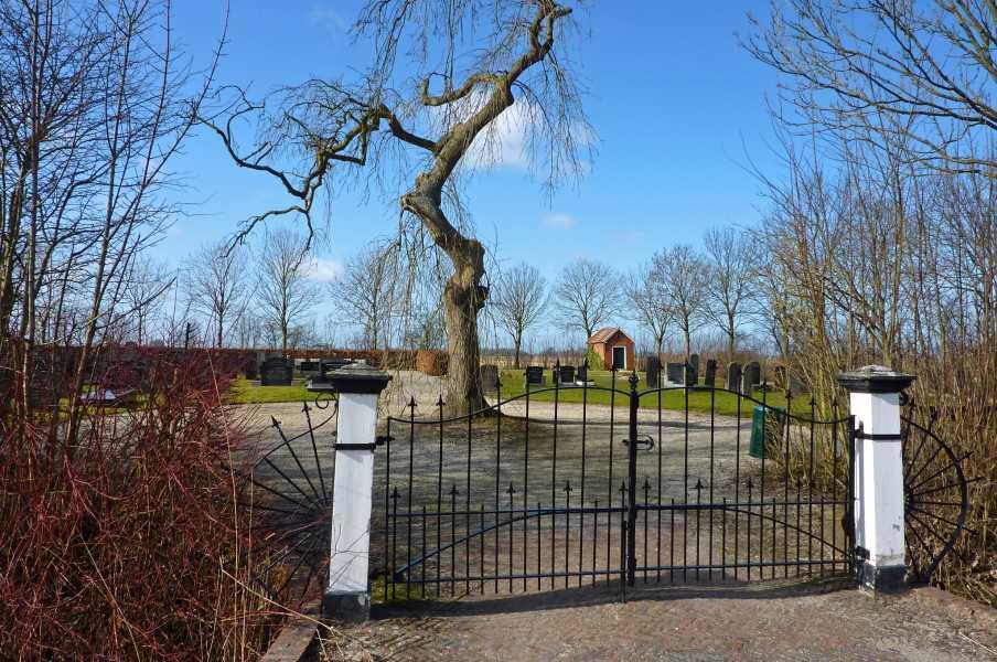 Reitdiep tocht met de FLAL vanuit Groningen op 5 maart 2011  begraafplaats in Schouwerzijl