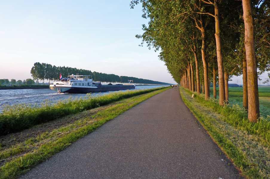 Kennedymars van de LAT van 6 op 7 mei 2011 vanuit Hilversum  langs het Amsterdam Rijnkanaal