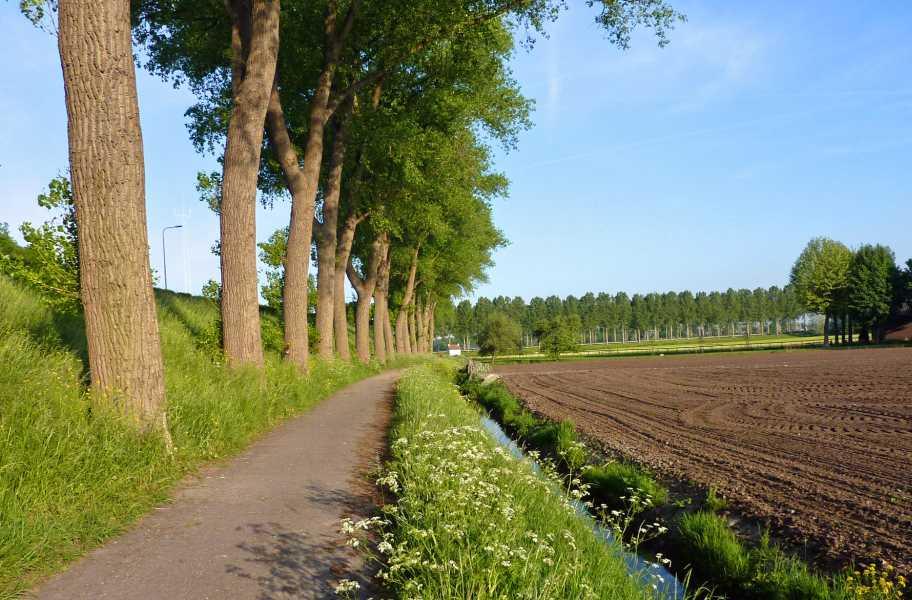 Kennedymars van de LAT van 6 op 7 mei 2011 vanuit Hilversum  in het buitengebied van  Loenen aan de Vecht,  nabij het Amsterdam-Rijnkanaal
