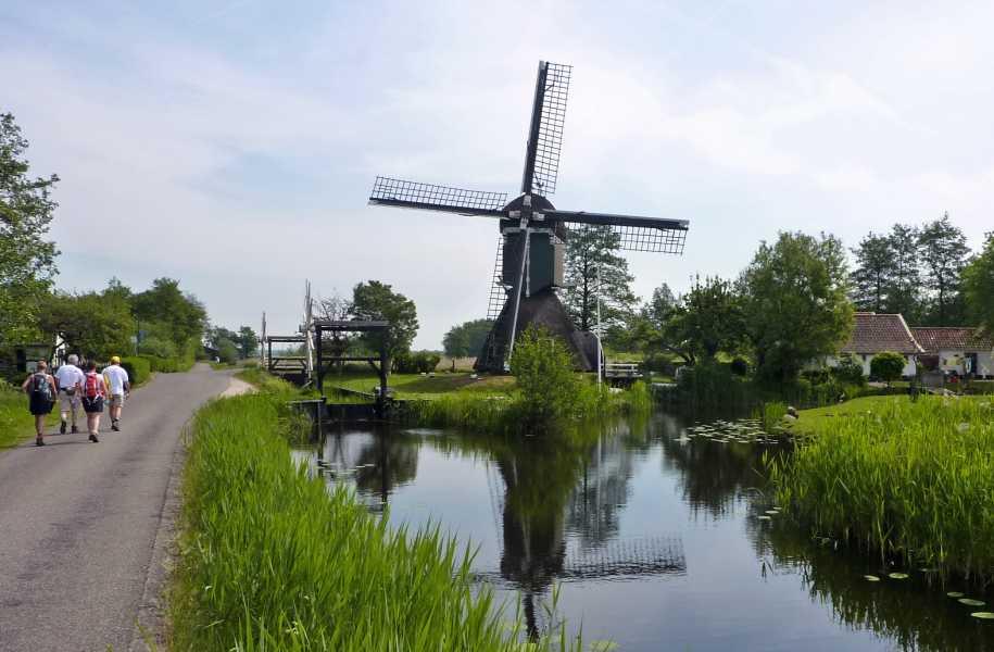Kennedymars van de LAT van 6 op 7 mei 2011 vanuit Hilversum  molen De Trouwe Wachter  te Tienhoven