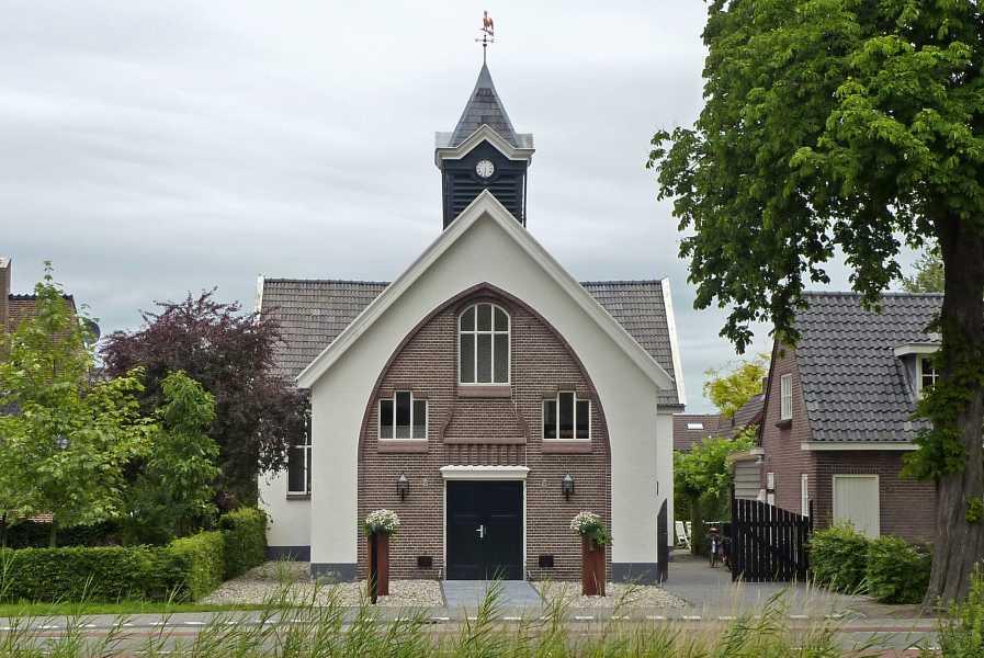 3e Toeractief Vechtdal vierdaagse 2011  het Hofje van Buisman in Lemelerveld,  de gerestaureerde, voormalige hervormde  kerk aan de Kerkstraat