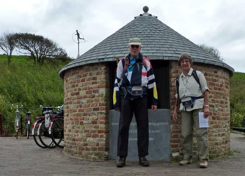 NS wandeling Kaapduinen Vlissingen-Zoutelande-Westkapelle  voor de Willebrordus waterput te Zoutelande