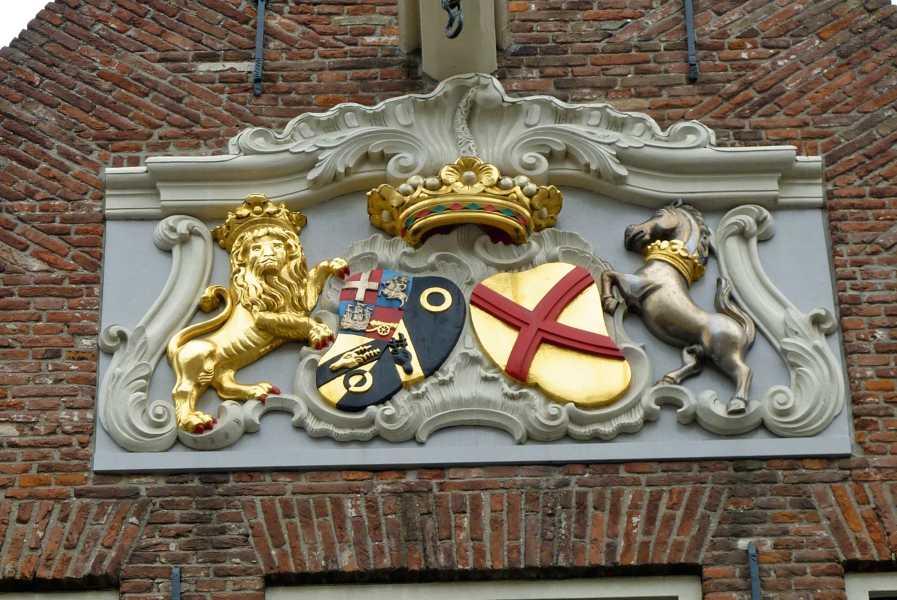 NS wandeling Kaapduinen Vlissingen-Zoutelande-Westkapelle  Het wapen  van Willem Parker en  Jacoba Maria van Bueren  langs de Nieuwendijk te Vlissingen