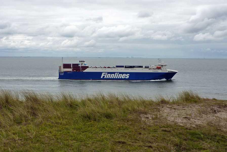 NS wandeling Kaapduinen Vlissingen-Zoutelande-Westkapelle  zeeschip op de Westerschelde
