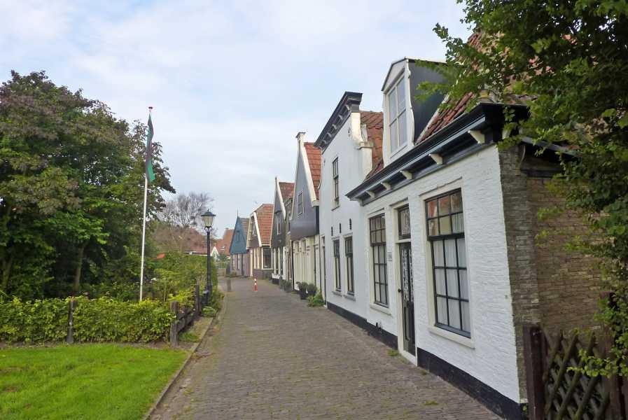 de marathon van Texel  De Ruyterstraat te Oudeschild