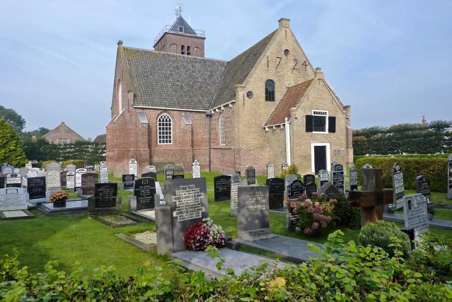 de marathon van Texel  de middeleeuwse Maartenskerk in Oosterend