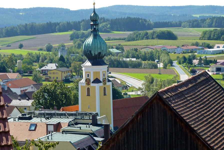Burgenweg  panorama vanuit kamer overnachtingadres  Konditorei-Bäckerei-Cafe-Seegerer  te Tännesberg