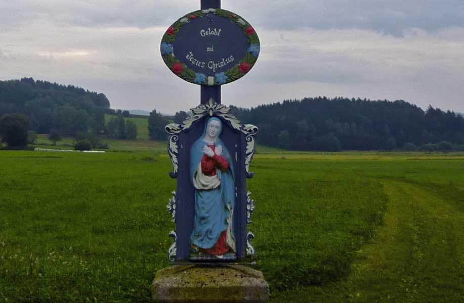 Burgenweg  nabij Thurau