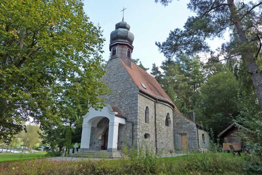Pandurensteig  Filialkirche Herz Jesu  der Pfarrei Viechtach  in Ayrhof  in der Gemeinde Kollnburg
