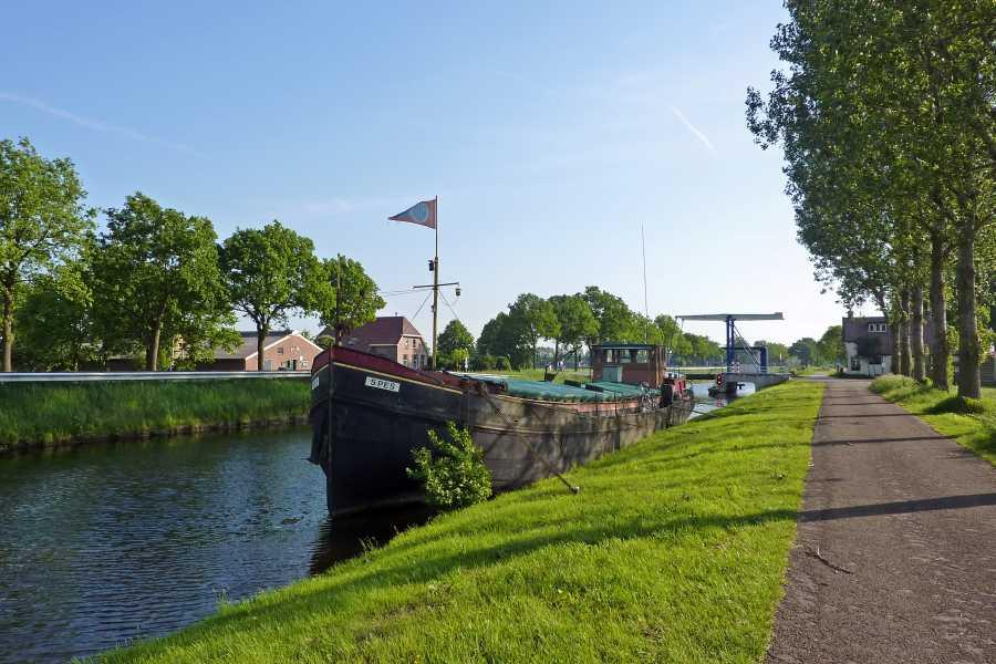 18e Drents Friese Wold Wandelvierdaagse 2012  langs de Drentsche Hoofdvaart  nabij de Oldendieverbrug