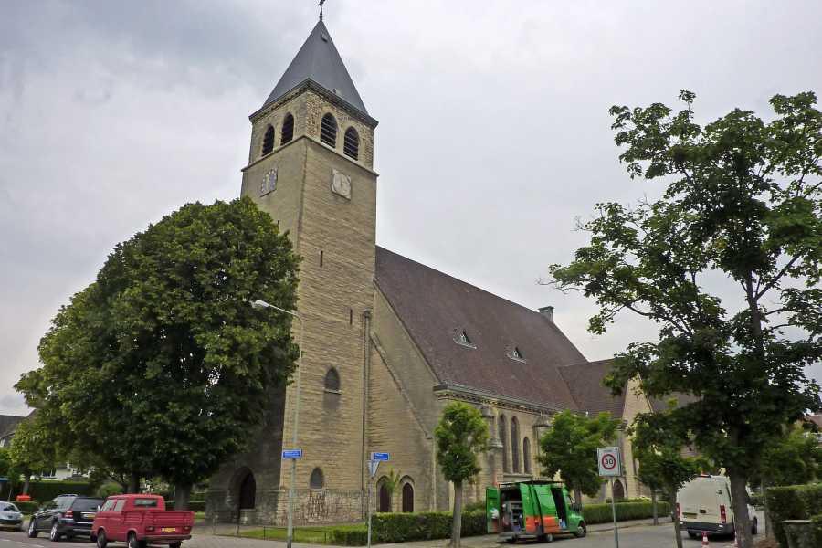 NS wandeling Mergelland van Maastricht naar Valkenburg  R.K. Heilige Antonius van Padua kerk te Maastricht
