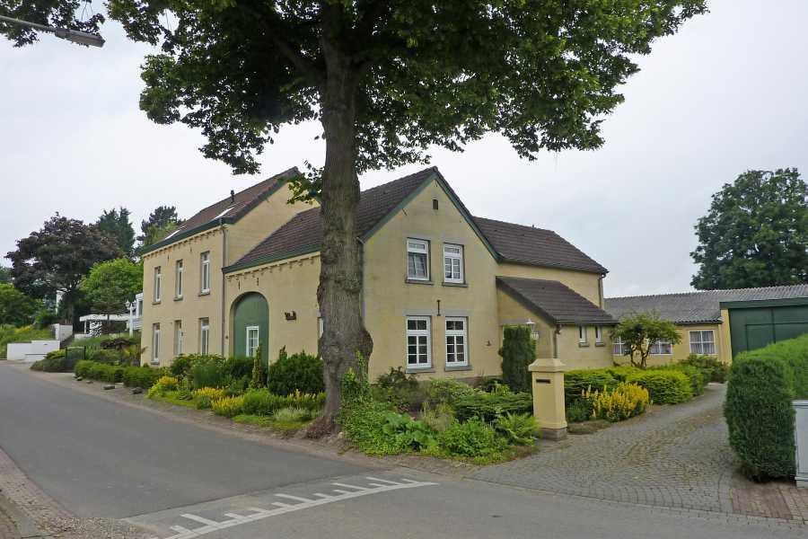 NS wandeling Mergelland van Maastricht naar Valkenburg  langs de Lindenstraat te Terblijt