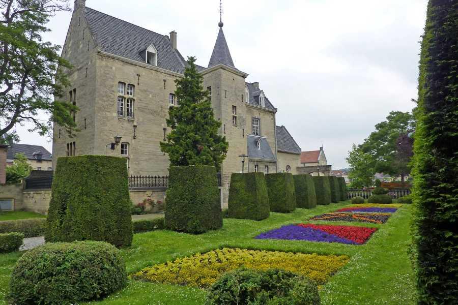 NS wandeling Mergelland van Maastricht naar Valkenburg  kasteel den Halder