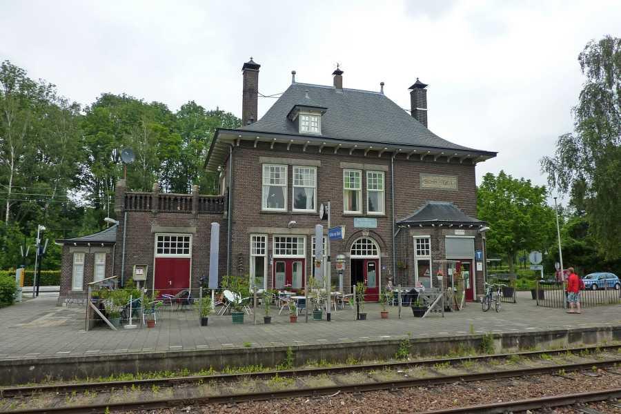 NS wandeling Gerendal van Schin op Geul naar Valkenburg  stationsgebouw van Schin op Geul