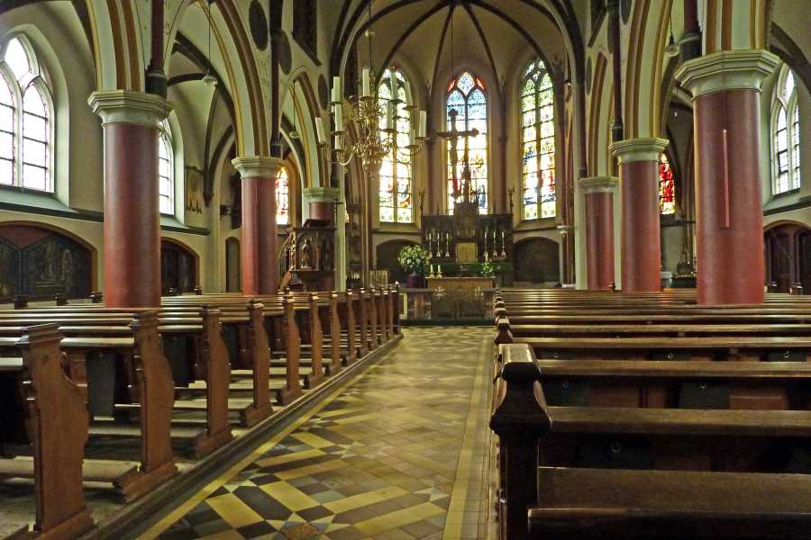 4e Toeractief Vechtdal vierdaagse 2012  rooms katholieke Willibrorduskerk te Vilsteren