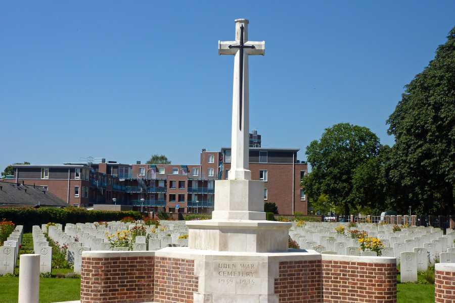 Airbornepad  Uden War Cemetery