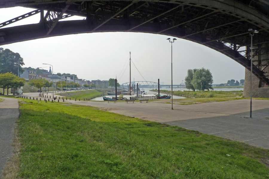 Airbornepad  onder de Waalbrug te Nijmegen