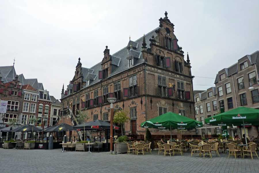 Airbornepad  De Waagh aan de Grote Markt  te Nijmegen
