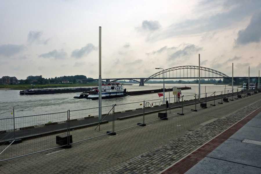 Airbornepad  De Waal met Waalbrug  te Nijmegen