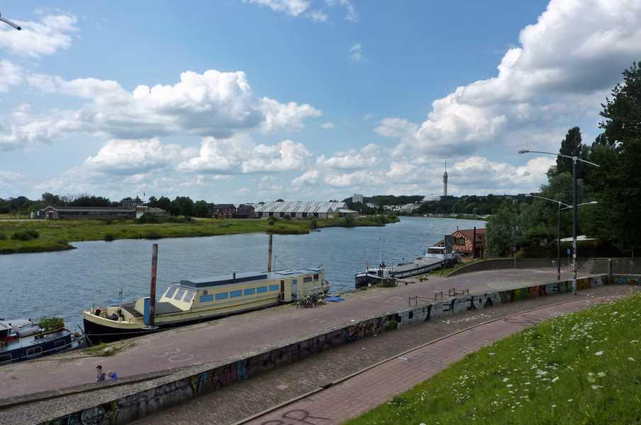 Airbornepad    langs de Rijnkade te Arnhem