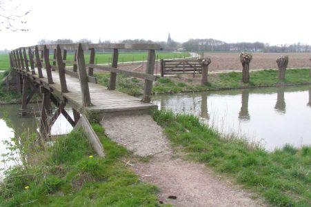 bruggetje over de Kromme Rijn met Werkhoven op de achtergrond
