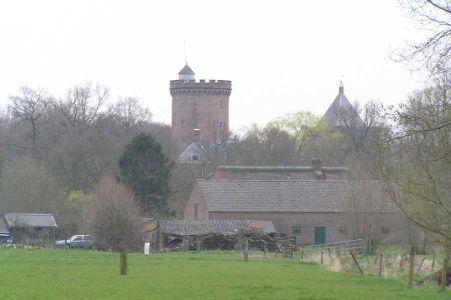 kasteel Sterkenburg op de achtergrond vanaf de Zwarte weg