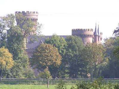 tijdens de Europäischer Fernwanderweg E8, kasteel Moyland