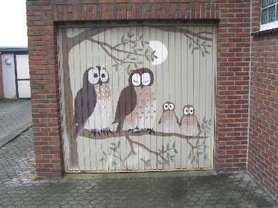tijdens de Europäischer Fernwanderweg E8, garagedeur in Elmpt