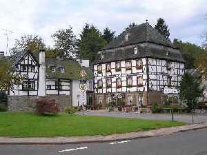 tijdens de Europäischer Fernwanderweg E8, Hotel Restaurant Altes Jägerhaus te Mulartshütte