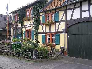 tijdens de Europäischer Fernwanderweg E8, huis in Lüftelberg