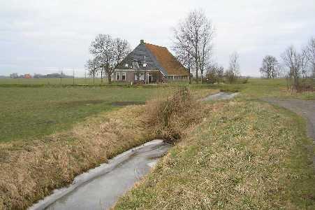 Met de FLAL vanuit Tzum/Tsjom boerderij op de hoek  van de Wommelserweg  en de Tritzum