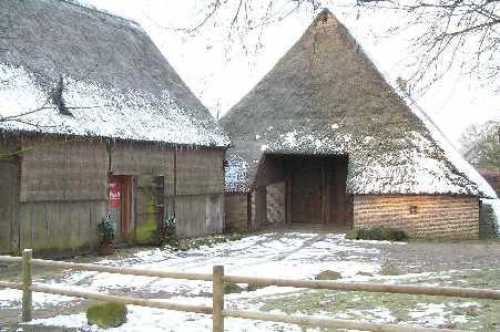 Met de FLAL-De Moere-tocht  vanuit Grolloo, Drenthe;  boerderij te Grolloo