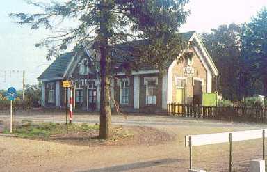Voormalig stationsgebouw van Halte Assel waar we langs kwamen met de Apeldoornse vierdaagse 2004