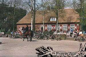 Café Restaurant De Rustende Jager  is gelegen aan de zuidkant  van de Loonse- en Drunense Duinen.