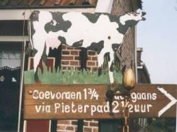 Gramsbergen - verwijzing naar Coevorden rechtstreeks en via het Pieterpad