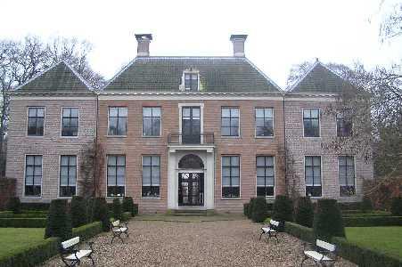 Tijdens de WS78 Vecht- en Poldertocht vanuit Breukelen op 11 februari 2006; Boom en Bosch, stadhuis te Breukelen, achterkant